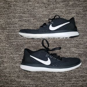 Nike black and white sneakers 10